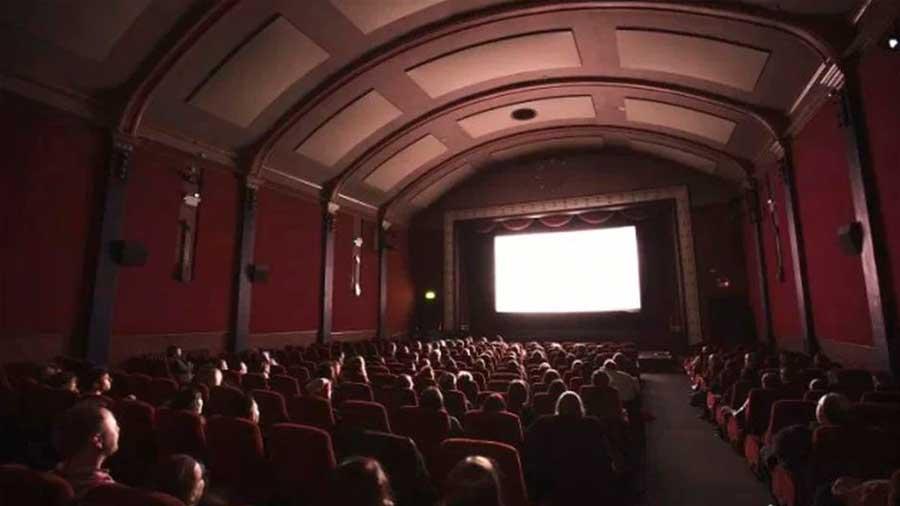 En qué año se realizó la primera función de cine en el Perú