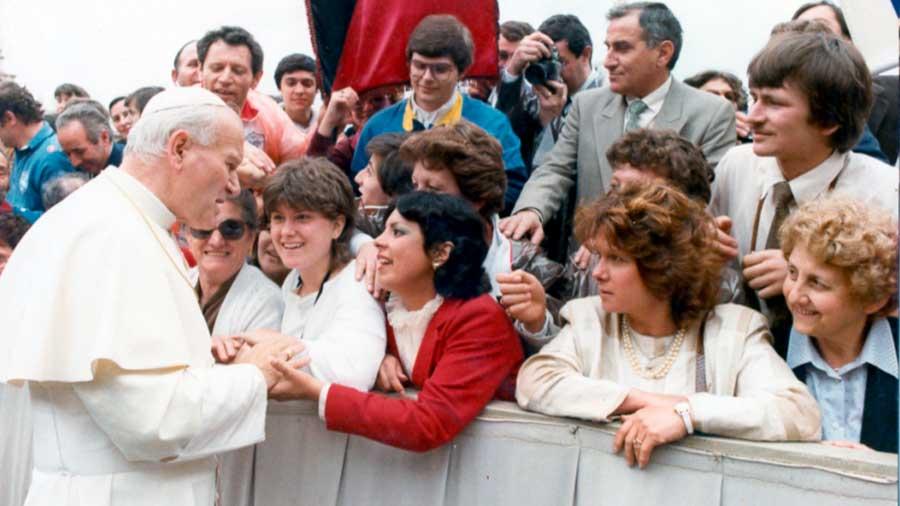 Quién fue el primer Papa que visitó el Perú